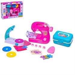"""Швейная машина """"Карамель"""" с катушкой и аппаратом для декора одежды, цвет розовый - фото 631371"""